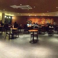 Foto tomada en Starbucks por rodrigo m. el 10/3/2012