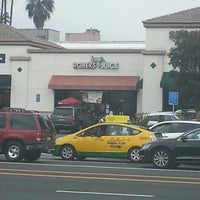 Photo taken at Robeks Fresh Juices & Smoothies by Todd S. on 2/7/2013