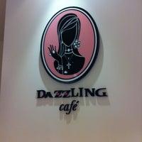 Das Foto wurde bei Dazzling Cafe Pink von Calvin K. am 9/30/2013 aufgenommen