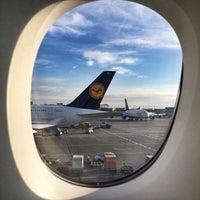 Photo taken at Lufthansa Flight LH 462 by Curt Simon H. on 1/31/2015