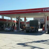 Photo taken at Öz Altun petrol ltd.şti. Petrol Ofisi by Alper A. on 9/29/2016