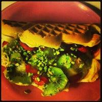 1/12/2013 tarihinde Ezgi H.ziyaretçi tarafından Waffle Corner'de çekilen fotoğraf