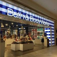 Photo taken at Bath & Body Works by Suganya U. on 10/1/2017