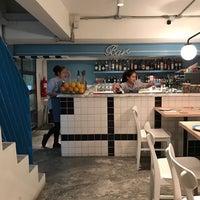 Foto scattata a La Dotta Pasta Bar & Store da Jeyuary J. il 8/4/2017