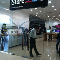 Photo taken at IStore By Reliance Digital by Ganesh K. on 10/20/2012