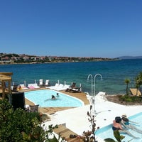 Photo taken at Quente Beach Club by Ozgul on 7/4/2013