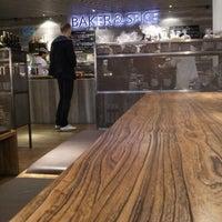 Photo prise au Baker & Spice par kuanju w. le4/2/2013