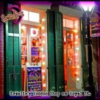 Foto tomada en Erzulie's Voodoo Shop por Erzulie's Voodoo Shop el 12/14/2016