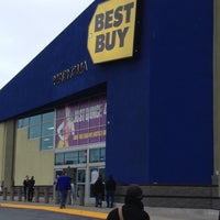 Photo taken at Best Buy by Dulce Helena Melchiori N. on 12/16/2012
