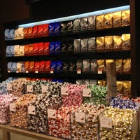 Photo taken at Lindt by Dulce Helena Melchiori N. on 1/1/2013