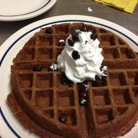 Снимок сделан в IHOP пользователем Esteban L. 10/18/2012
