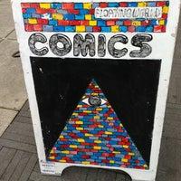 Foto tirada no(a) Floating World Comics por Daisy K. em 2/18/2013