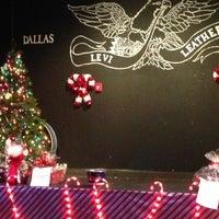 รูปภาพถ่ายที่ Dallas Eagle โดย Donald C. เมื่อ 12/9/2012