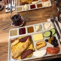 Foto tomada en Hala Restaurant por Jale➰ N. el 3/3/2018