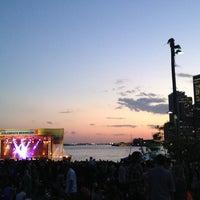 Foto tomada en Celebrate Brooklyn - Pier 1 por Stephen T. el 5/17/2013