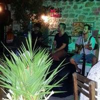 7/17/2013 tarihinde Gizem Ö.ziyaretçi tarafından Sponge Pub'de çekilen fotoğraf