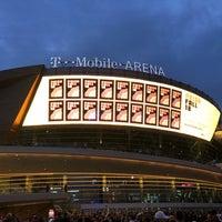 Foto tirada no(a) T-Mobile Arena por Darren D. em 10/17/2018