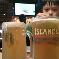 Photo taken at Islands Restaurant by Rhandy F. on 10/15/2013