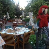 Das Foto wurde bei Kuğulu Park Cafe & Restaurant von KUGULU P. am 7/23/2013 aufgenommen