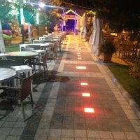 Das Foto wurde bei Kuğulu Park Cafe & Restaurant von KUGULU P. am 7/24/2013 aufgenommen