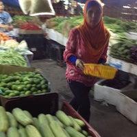 Photo taken at Pasar Jalan Raja Alang by Sukeri A. on 10/14/2012