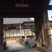 Photo taken at 法然寺 by 効三 徳. on 1/30/2014