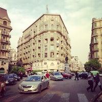 Foto tomada en Talaat Harb Sq. por AbdelQader A. el 5/16/2013