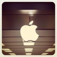 Photo taken at Apple Polaris Fashion Place by Lara on 12/7/2012