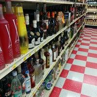 Foto tomada en Fiesta Liquor por Pete C. el 2/25/2014