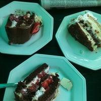 Photo taken at Confeitaria Martha by Estela G. on 11/8/2012