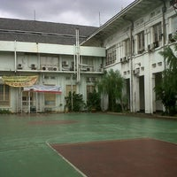 Photo taken at Fakultas Kedokteran Universitas Indonesia by Revita A. on 2/16/2013