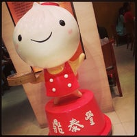 Photo taken at Din Tai Fung by Raymond C. on 7/7/2013