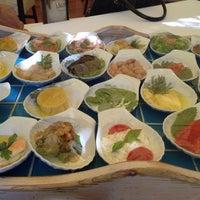 Foto tirada no(a) Trilye Restaurant por Oyeah em 7/4/2013