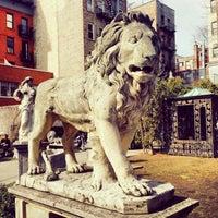 3/8/2014 tarihinde Cecilie K.ziyaretçi tarafından Elizabeth Street Garden'de çekilen fotoğraf