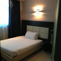 Foto scattata a Hotel Villa Ducale da Half B. il 3/4/2013
