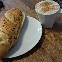 Photo taken at Le Petit Cafe by Davi M. on 9/13/2014