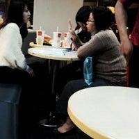 Photo taken at 麥當勞 台中尊賢店 by Wen Ying W. on 12/7/2012