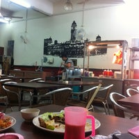 Photo taken at Kafe 1 Malaysia by AtEh R. on 9/10/2013