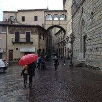 Photo taken at La Pizzoteca by Sompope P. on 10/15/2012