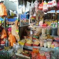 Foto tirada no(a) Pasar Kenanga por Simon's P. em 10/15/2012