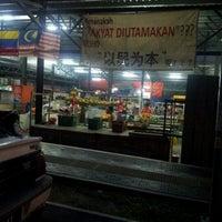 Foto tirada no(a) Pasar Kenanga por Simon's P. em 10/11/2012