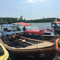 Photo taken at ท่าเทียบเรือท่องเที่ยวควนตุ้งกู by Chaery on 4/8/2016