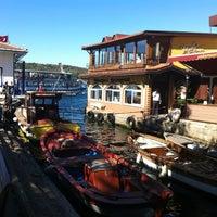 10/19/2012 tarihinde Ayhan D.ziyaretçi tarafından Kanlıca Yakamoz Restaurant'de çekilen fotoğraf