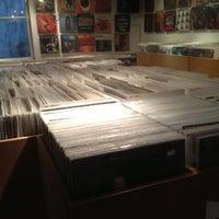 Das Foto wurde bei Waxwell Records von Bas . am 10/18/2012 aufgenommen