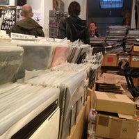 Foto tirada no(a) Distortion Records por Bas . em 10/20/2012