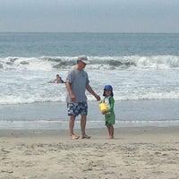 Foto tirada no(a) Breakers Beach por Peggy H. em 6/29/2013