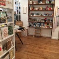 Foto tomada en McNally Jackson Store: Goods for the Study por Carolyn B. el 5/15/2017