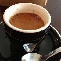 Foto tomada en Little Amps Coffee Roasters por Chris R. el 2/1/2013