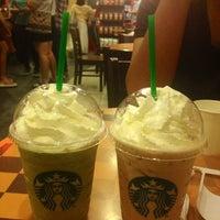 Photo taken at Starbucks by Kwang S. on 12/30/2012