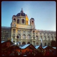 12/9/2012 tarihinde Karen A.ziyaretçi tarafından Maria-Theresien-Platz'de çekilen fotoğraf